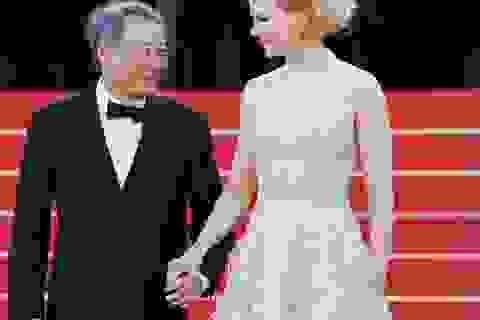 """""""Thiên nga nước Úc"""" Nicole Kidman dắt tay đạo diễn Lý An"""