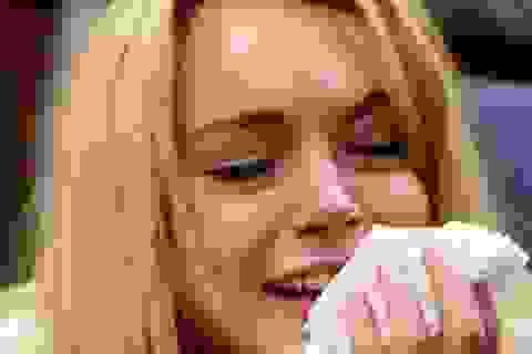 Lindsay Lohan nức nở trước ngày vào trại cai nghiện
