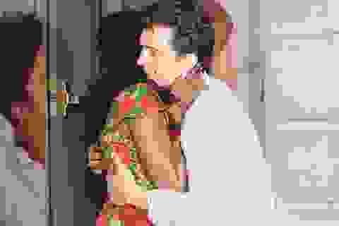 Orlando Bloom ôm hôn gái lạ?