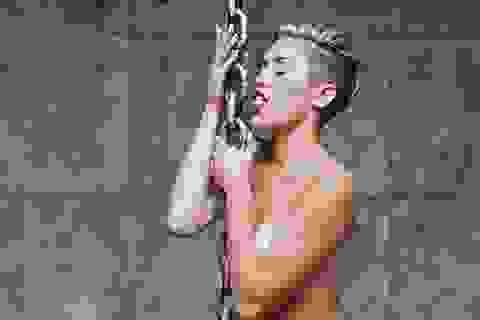Miley Cyrus giải thích lý do khỏa thân trong clip mới