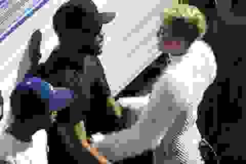 Miley Cyrus gắn bó với bạn trai tin đồn