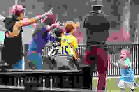 Con gái cưng của David Beckham làm cầu thủ nhí