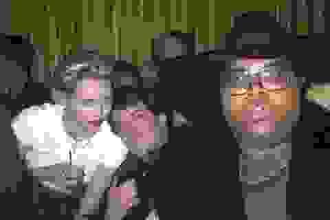 Chưa đủ tuổi, Miley Cyrus vẫn tiệc tùng cùng Lindsay Lohan