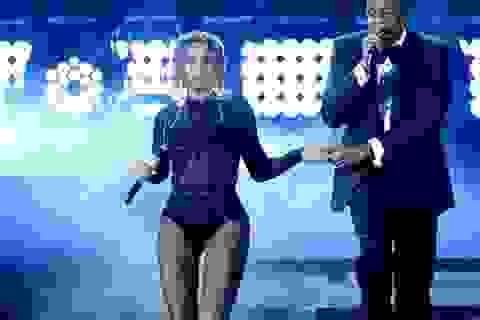 """Màn trình diễn khiêu khích của Beyonce bên """"ông xã"""""""