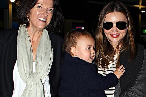 Bố mẹ siêu mẫu Miranda Kerr cầu xin con gái hàn gắn quan hệ
