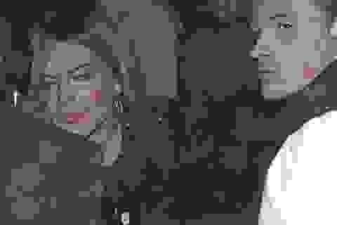 """Lindsay Lohan bệ rạc sau tối """"thác loạn"""""""