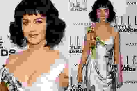 Katy Perry diện váy trễ nải đi nhận giải Người phụ nữ của năm