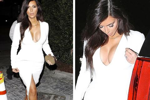 """Kim hững hờ """"vòng một"""" với váy xẻ cổ chữ V"""