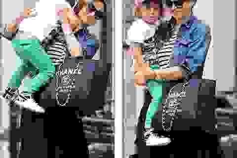 Siêu mẫu Úc sành điệu với túi Chanel 3000 đô