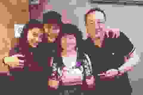 Huỳnh Hiểu Minh khoe ảnh tình tứ với Angela Baby trong sinh nhật mẹ