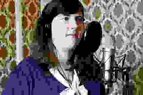Cô gái Pháp say mê các ca khúc nhạc trẻ Việt Nam