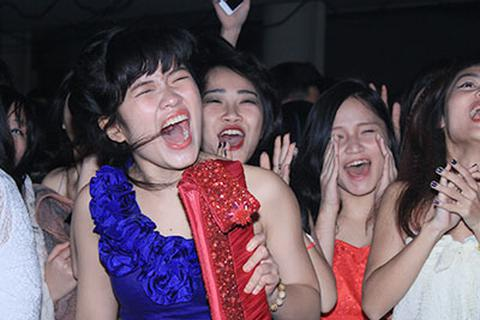 """Học sinh ngôi trường hiện đại bậc nhất VN """"bùng nổ"""" tiệc cuối năm"""