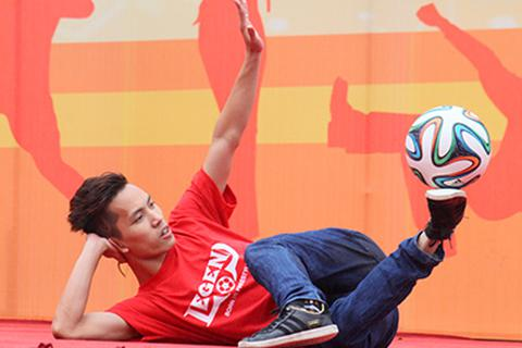 VĐV tâng bóng số 1 Việt Nam mở màn lễ hội nghệ thuật đường phố