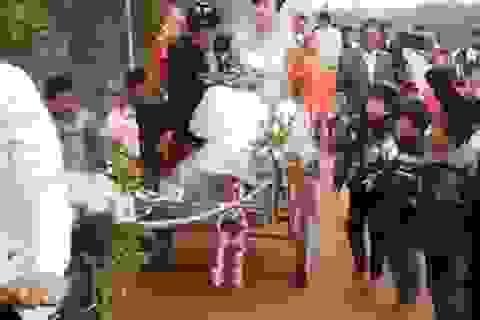 Thú vị clip đám rước dâu bằng xe cải tiến ở Nghệ An