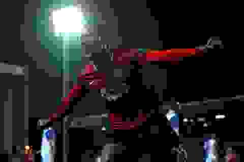 Ferguson trao cho Valencia áo số 7 huyền thoại của MU