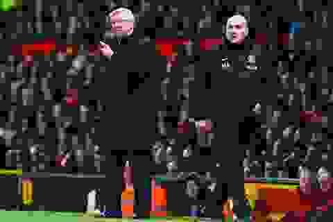 """Sir Alex nghỉ hưu, hai phụ tá cũng phải """"ra đường"""""""