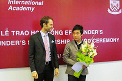 Lễ trao học bổng EF Founder's trị giá 850.000.000 VND và Phỏng vấn học bổng bán phần