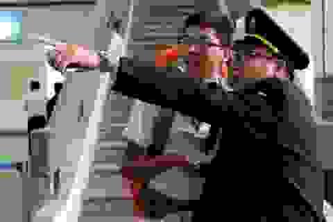"""Hình ảnh """"khác lạ"""" tại các bến xe ở Hà Nội"""