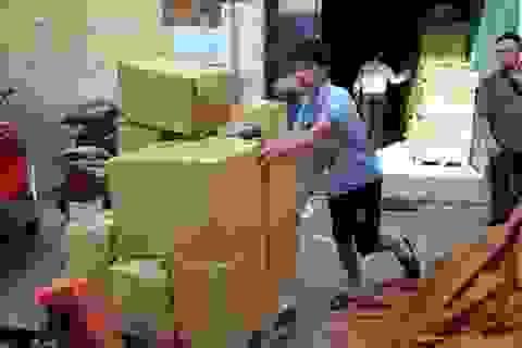 """Hà Nội: 7.000 cuốn """"Đắc nhân tâm"""" in lậu trong khu nhà cấp 4"""