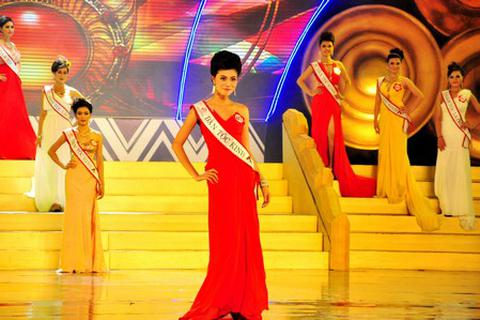 Thí sinh Hoa hậu các Dân tộc Việt Nam lộng lẫy trong trang phục dạ hội