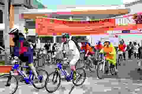 Đạp xe gây quỹ từ thiện giúp thanh niên có hoàn cảnh khó khăn