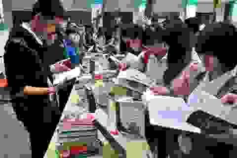 """Chàng trai """"Chạy xuyên Việt"""" đến Đà Nẵng cổ vũ đọc sách"""