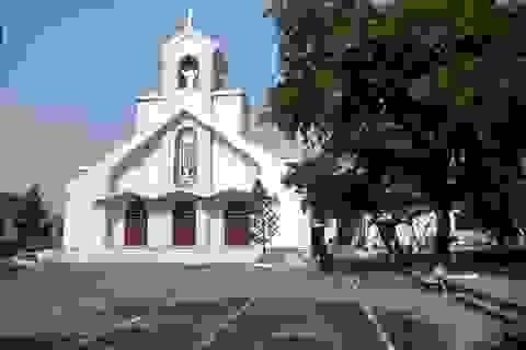 Thăm nhà thờ công giáo đầu tiên tại Việt Nam
