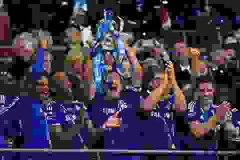 Chelsea vỡ òa đón nhận danh hiệu đầu tiên dưới thời Mourinho