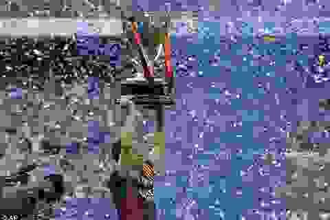 Xavi rơi lệ nói lời chia tay Barcelona