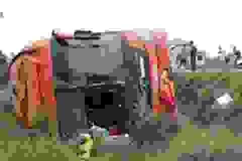 Quảng Trị: Lật xe khách giường nằm, 3 người bị thương