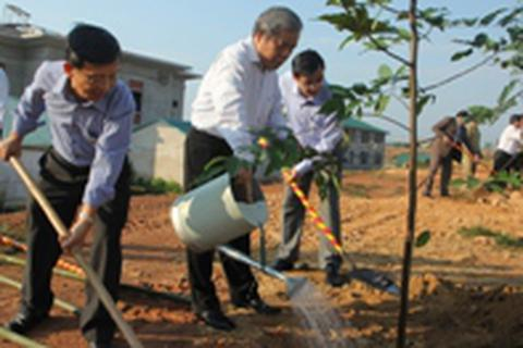 Gần 500 cán bộ, công chức tham gia Tết trồng cây đầu Xuân