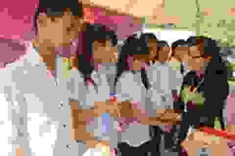 Quảng Trị: Trao tặng học bổng, xe đạp đến học sinh nghèo hiếu học