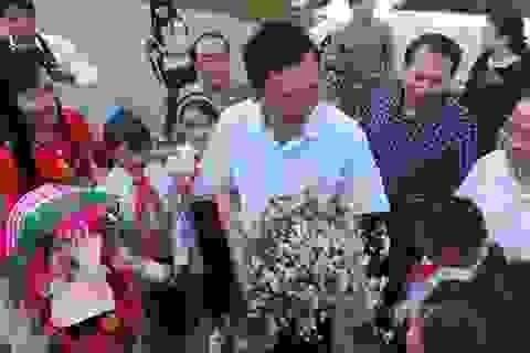 Bộ trưởng Giáo dục thăm thầy trò Lũng Cú
