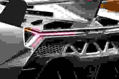 Tiếng động cơ đầy mê hoặc của siêu xe Lamborghini Veneno