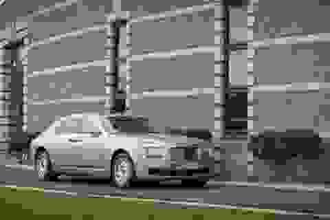 Rolls-Royce chắc chắn sẽ có xe hybrid sạc điện