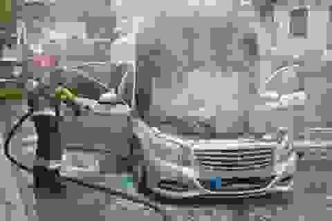 Cháy xe Mercedes S 350 BlueTec mới mua được 2 tuần