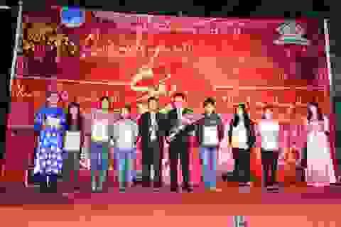 """Trao học bổng """"Vietravel đồng hành cùng tài năng việt 2014"""" tại Đà Nẵng"""