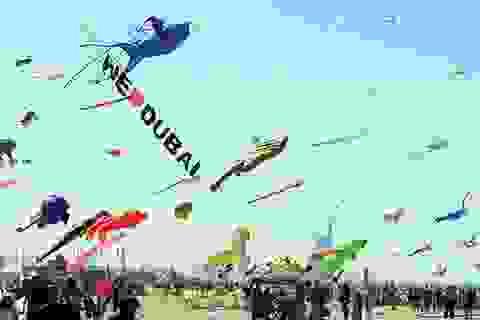 Bầu trời Dubai muôn vàn sắc tía với lễ hội thả diều