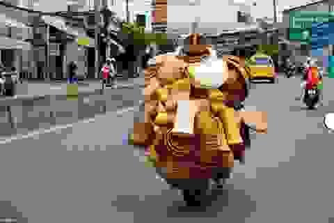 Hình ảnh xe chở đồ cồng kềnh ở Việt Nam lên báo Anh
