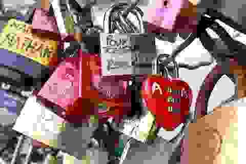 """Gần một triệu ổ khóa trên cầu tình yêu ở Paris sẽ bị """"khai tử"""""""