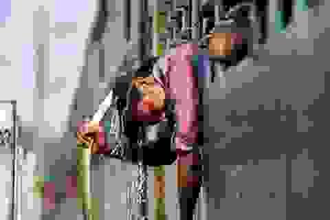 """Nắng nóng khủng khiếp """"thiêu đốt"""" cuộc sống người dân Ấn Độ"""