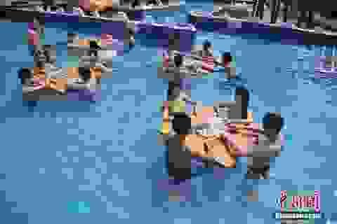 Cách chống nắng nóng của người Trung Quốc: Độc và lạ
