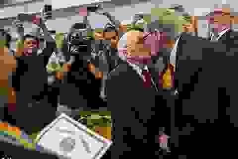 Hai cụ ông trên 80 kết hôn sau nửa thế kỷ bên nhau