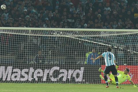 Gonzalo Higuain: Hiện thân cho thất bại của Argentina