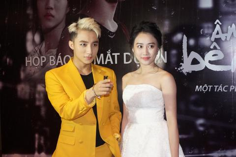 """Lộ diện """"bạn gái"""" mới của Sơn Tùng M-TP"""