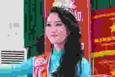 Hoa hậu Thu Thảo không kịp về trường nhận bằng tốt nghiệp Trung cấp