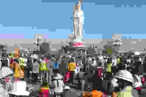 Hàng ngàn người chen chân vía Phật bà Nam Hải