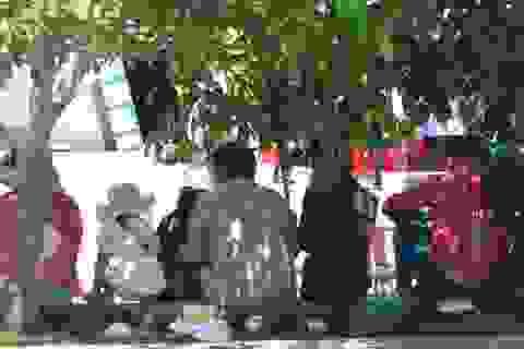 Nhếch nhác rác tại lễ hội vía Phật Bà Nam Hải