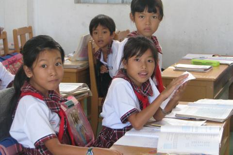 Bến Tre: Không để học sinh bỏ học vì thiếu sách giáo khoa