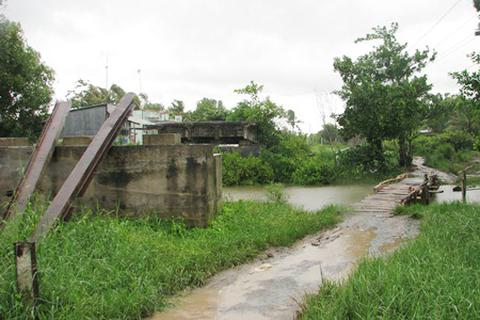 """Những cây cầu bỏ hoang trên tuyến đường """"treo"""" 12 năm"""